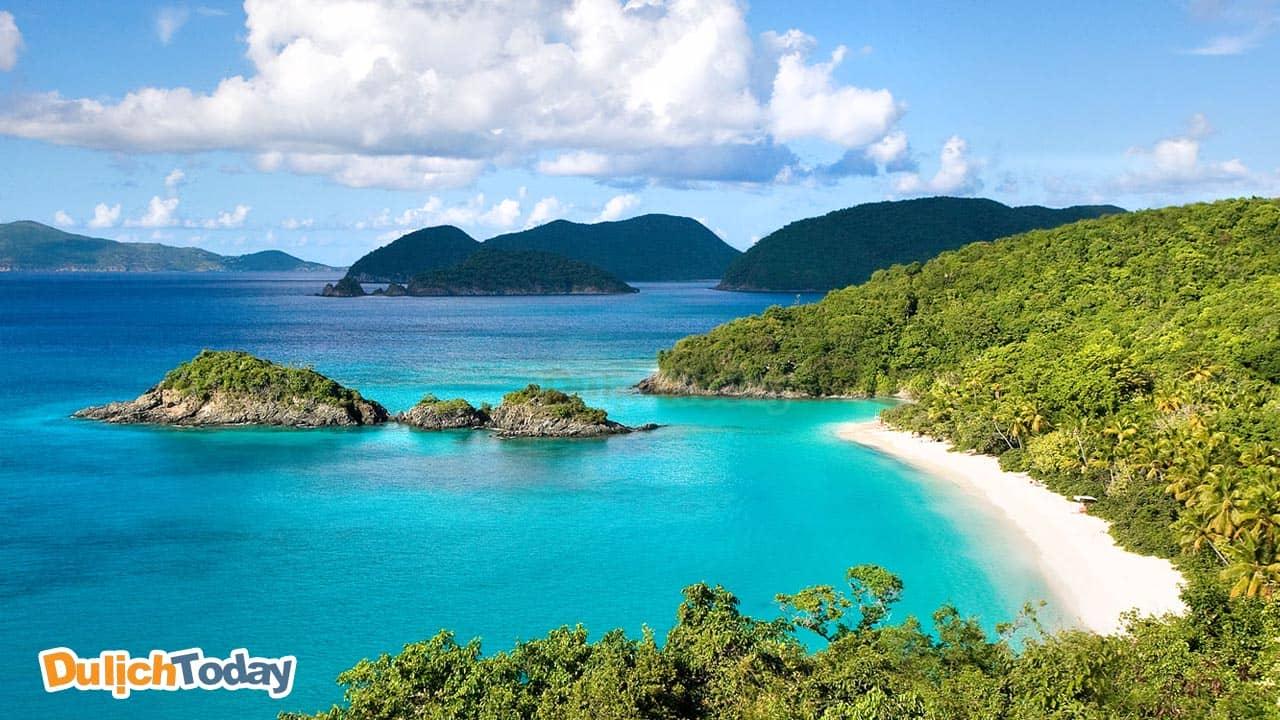 Quan Lạn là một hòn đảo nằm trên vịnh Bái Tử Long, miền Bắc Việt Nam
