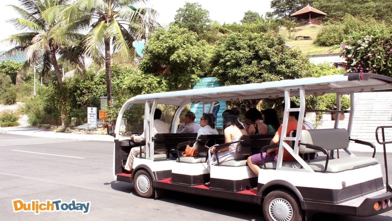 Đi I - Resort Nha Trang bằng dịch vụ xe điện của resort