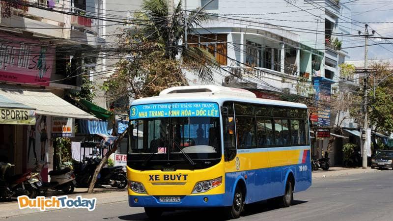 Xe bus là phương tiện công cộng được nhiều du khách chọn lựa