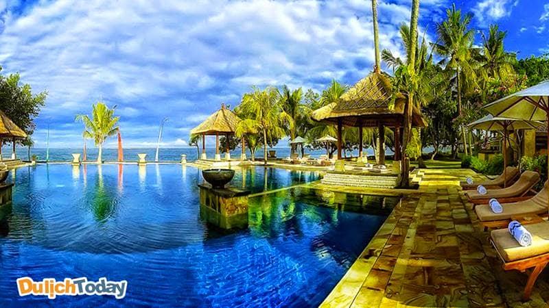 Bể bơi tại Diamond bay codotel resort Nha Trang