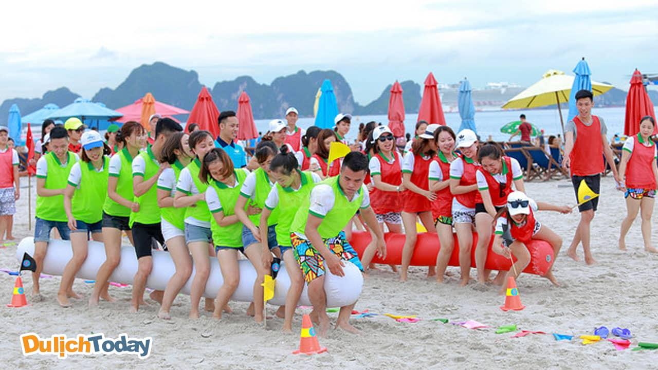 Du lịch team building là loại hình du lịch nghỉ dưỡng kèm theo các hoạt động tập thể gắn kết giữa các thành viên với nhau.