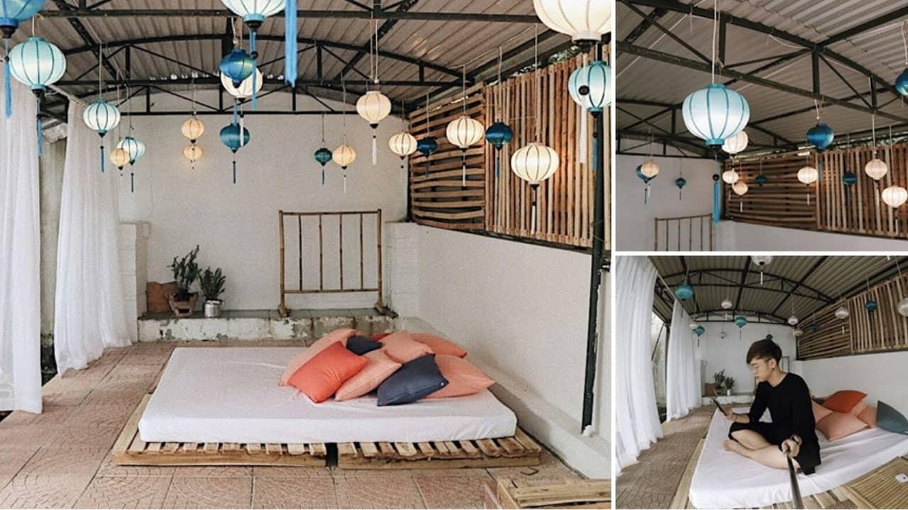 Trần nhà được trang trí bằng những lồng đèn chùm nhiều màu