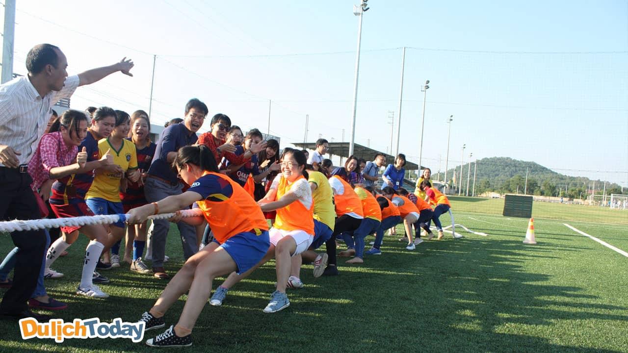 Kéo co là trò chơi team building đòi hỏi sức mạnh đồng đội và sự đoàn kết của một tập thể