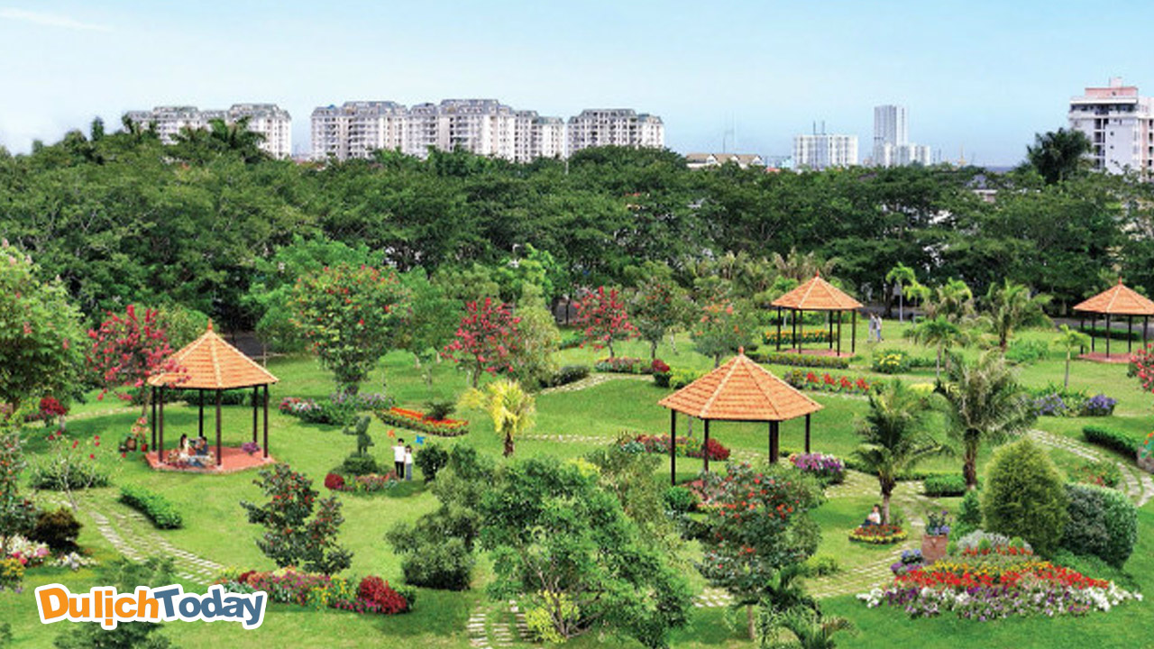 Khu sinh thái Vĩnh Hưng có những bãi cỏ xanh và rộng là nơi lý tưởng cho bạn tổ chức các hoạt động team building