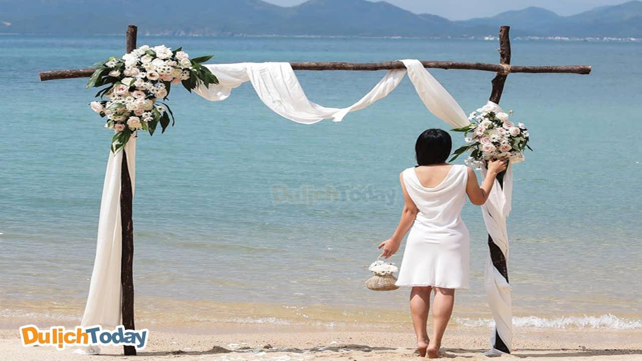 Phong cách tiệc cưới bên bờ biển dành cho cô nàng nào ưa thích sự lãng mạn