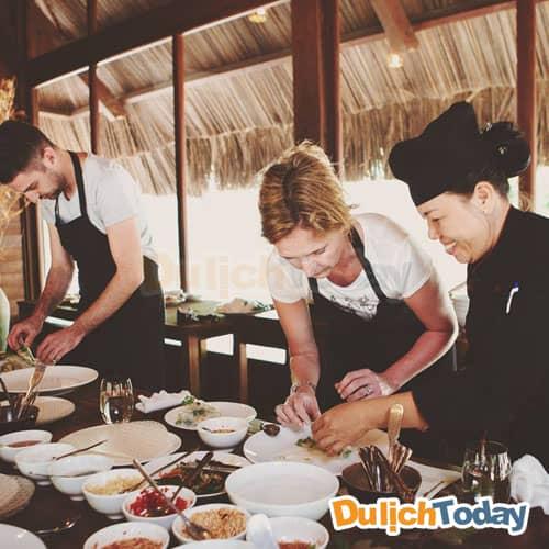 Tham gia lớp học nấu ăn cùng với đầu bếp tại nhà hàng của L'Alyana