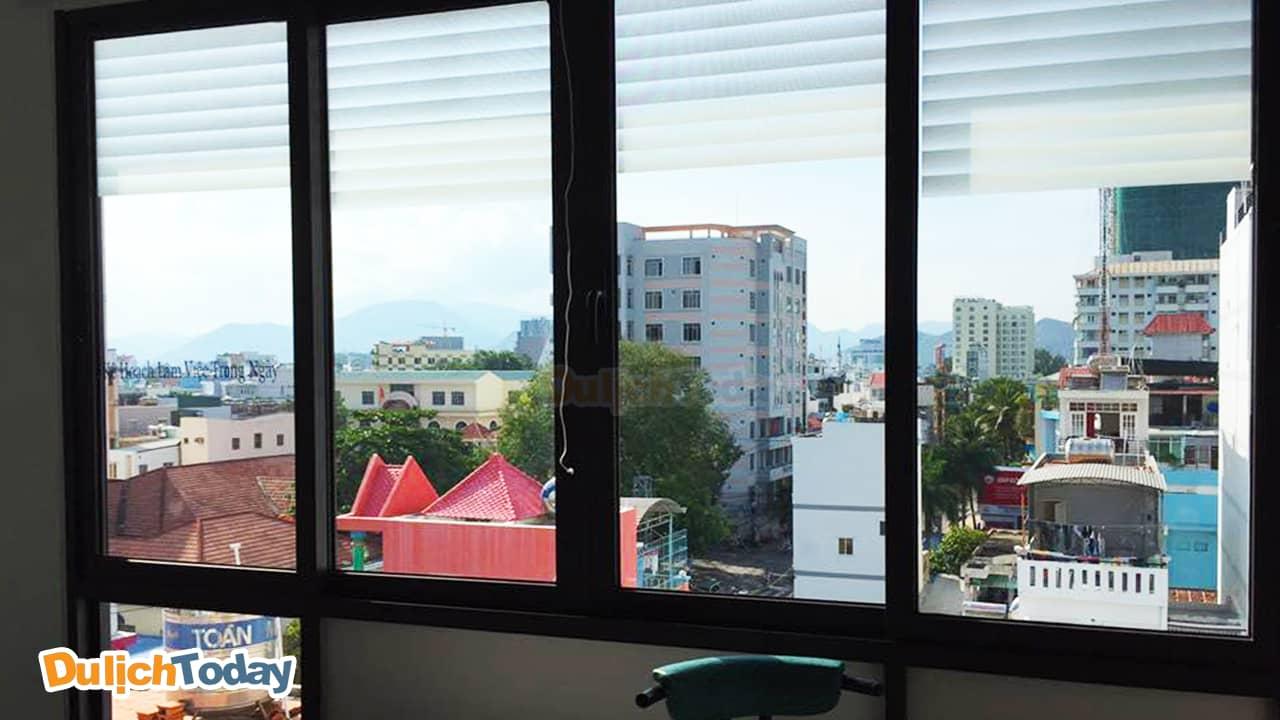 Khung cảnh nhìn từ ban công Mai Khanh homestay Nha Trang