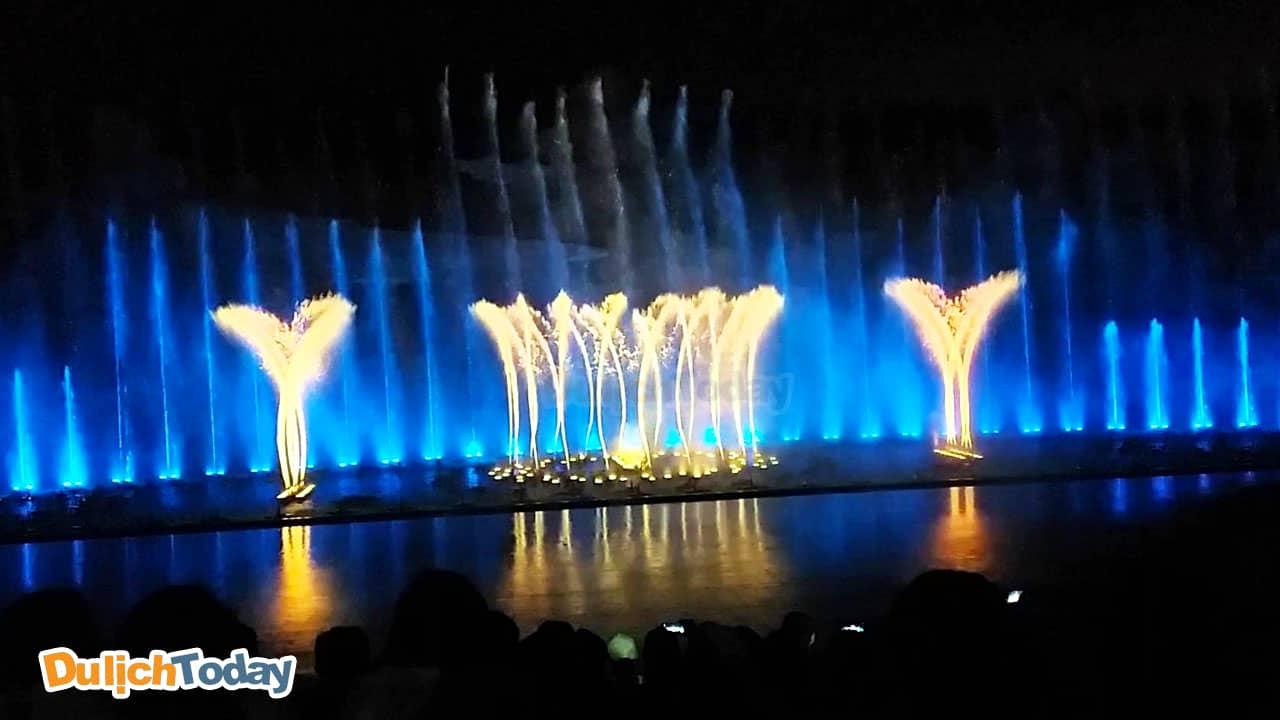 Biểu diễn nhạc nước tại Vinpearl Land là màn giao thoa giữa ánh sáng - âm thanh và màu sẵc