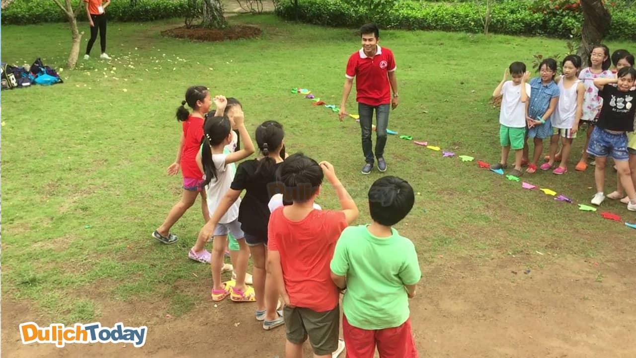 Nhớ đồ vật là trò chơi team building đòi hỏi sự nhanh nhạy và trí nhớ của các em nhỏ