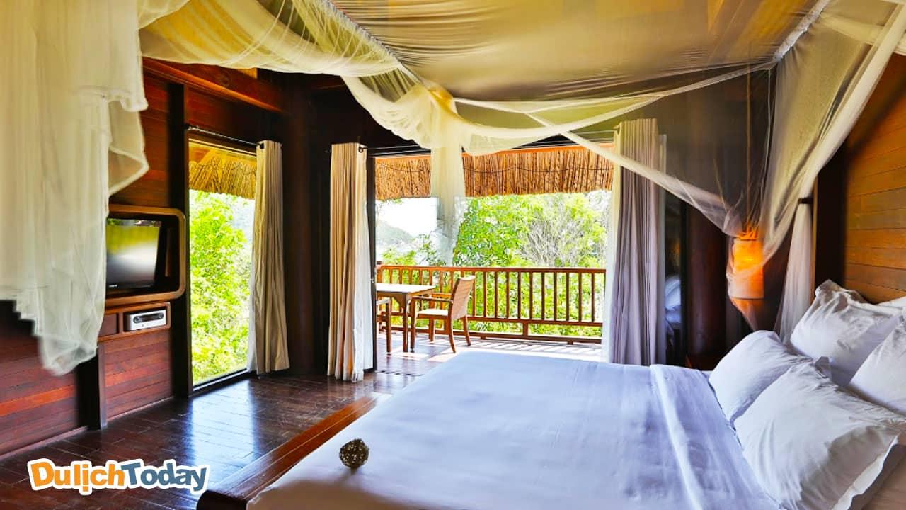 Phòng ngủ tại L'Alyana được trang trí đơn giản đẹp mắt