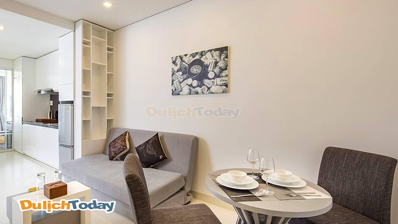 Phòng ngủ với nội thất tinh tế tại Cham Oasis resort