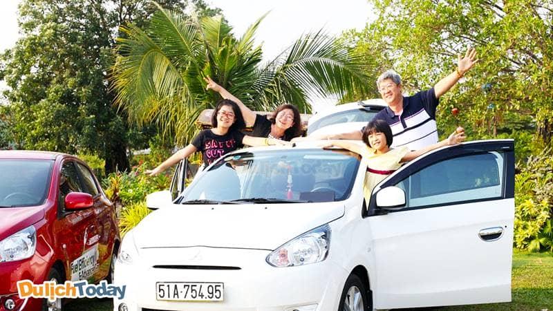 Đến với Family Resort, các bạn có thể lựa chọn xê ô tô hoặc xe máy