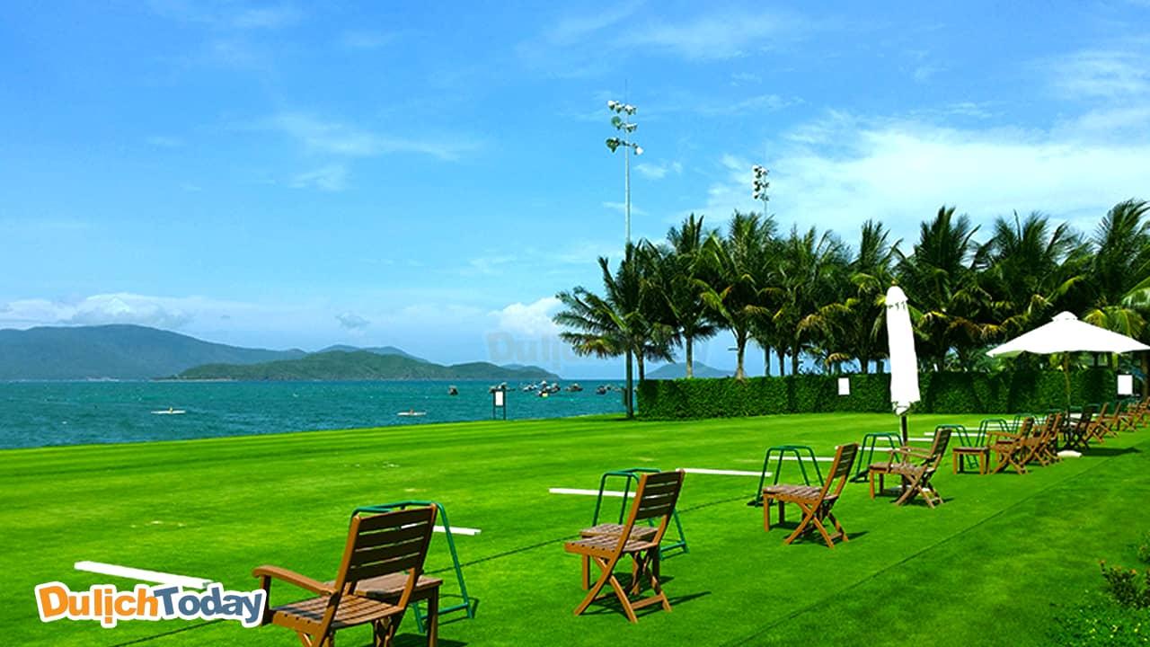 View hướng biển tuyệt đẹp tại Diamond bay golf & villas resort