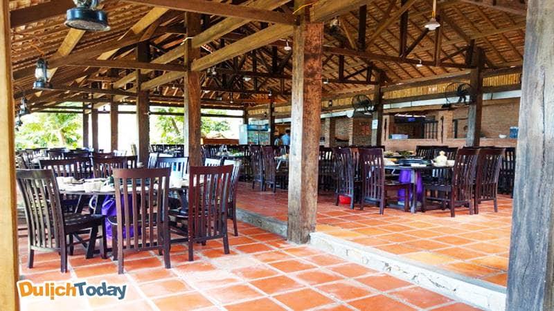 Wild beach restaurant với không gian thoáng mát