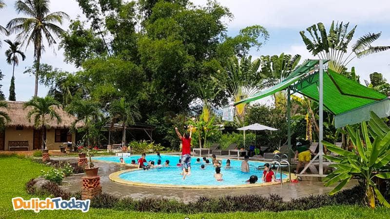 Khu vực hồ bơi dành riêng cho trẻ em ở Memento resort giá rẻ ở Nha Trang