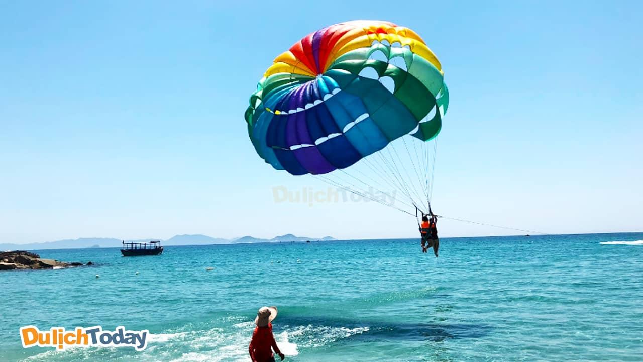 Thỏa sức vui chơi tại bãi biển Dốc Lết Nha Trang