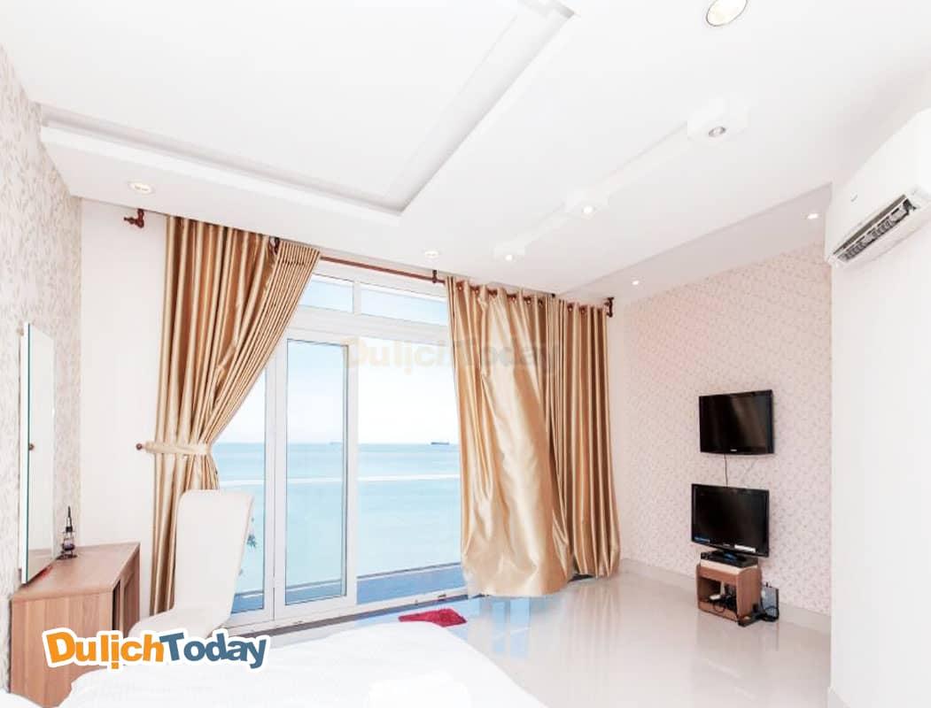 Phòng ngủ đầy đủ tiện nghi có view hướng ra biển