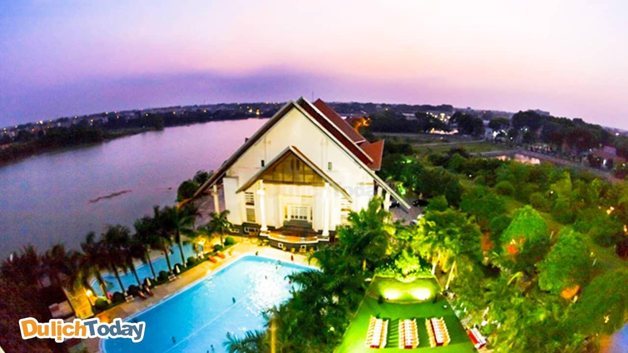 Sông Hồng Resort là lá phổi xanh tươi đẹp của thành phồ Vĩnh Yên