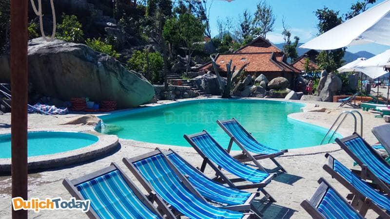 Hồ bơi trong xanh tại Wild beach resort Nha Trang