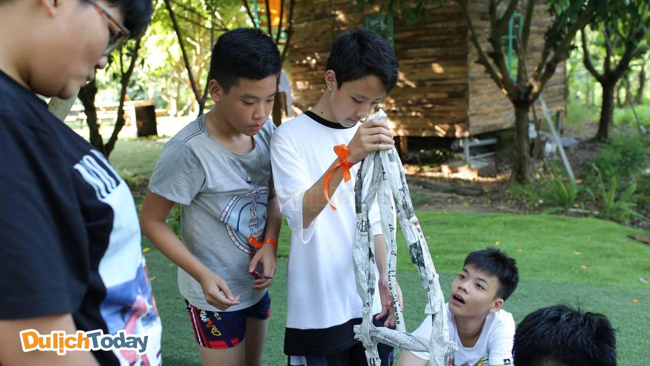 Xây tháp là trò chơi teambuilding trí tuệ trong nhà được nhiều người ưa thích