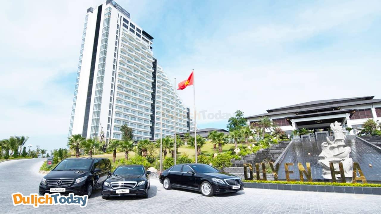 Du khách có thể sử dụng dịch vụ xe đưa đón tại Duyên Hà resort