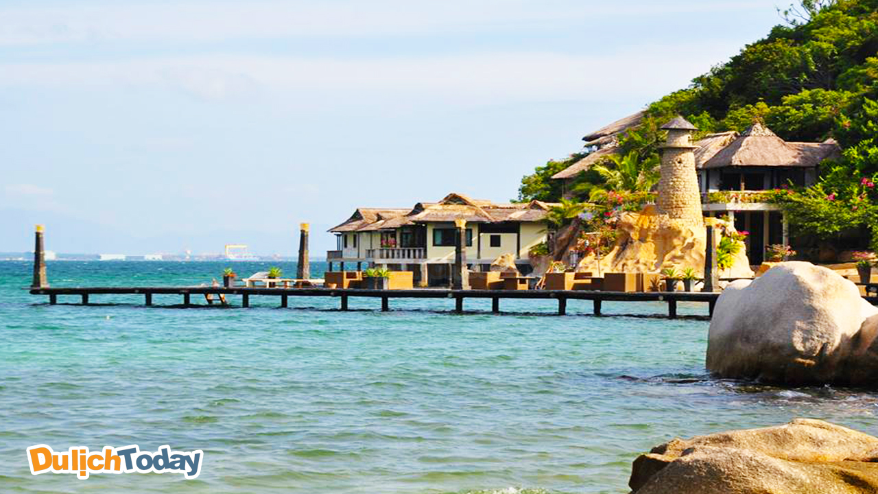 Yến Bay resort Nha Trang 4 sao với cảnh biển đẹp như tranh vẽ