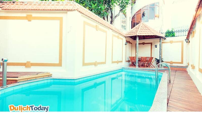Điểm nổi bật nhất của 129 villa homestay đó là thiết kế hồ bơi ngoài trời ngay sân trước