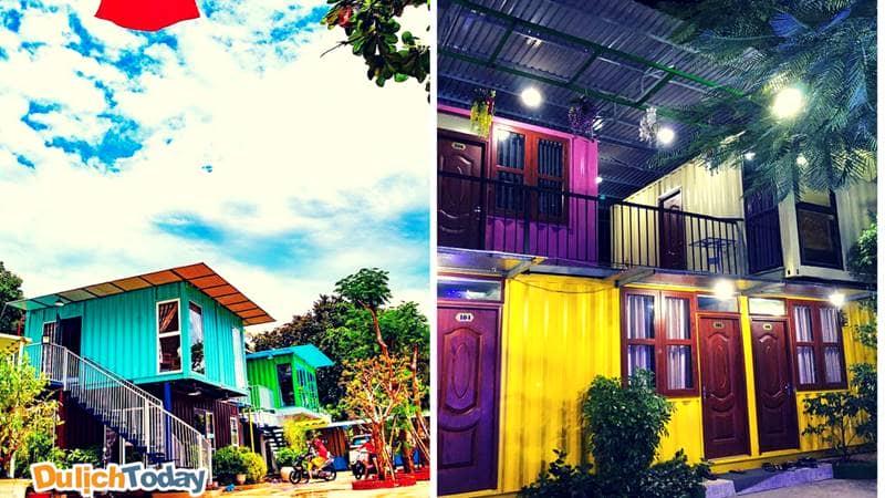Các container được sơn lại các màu sắc rực rỡ, bên trong được cải tiến thành các phòng nghỉ với đầy đủ các tiện nghi