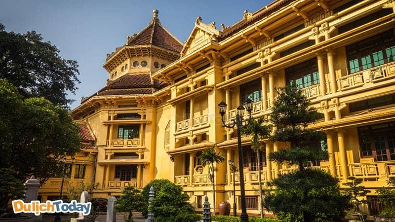 Bảo tàng Lịch sử Quốc gia Việt Nam là một trong những bảo tàng cất giữ nhiều hiện vật lịch sử nhất cả nước.