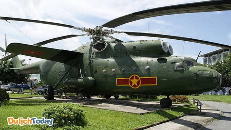 Trực thăng Mi-6, số hiệu 7609 được mệnh danh là Cần cẩu bay của Không quân Việt Nam