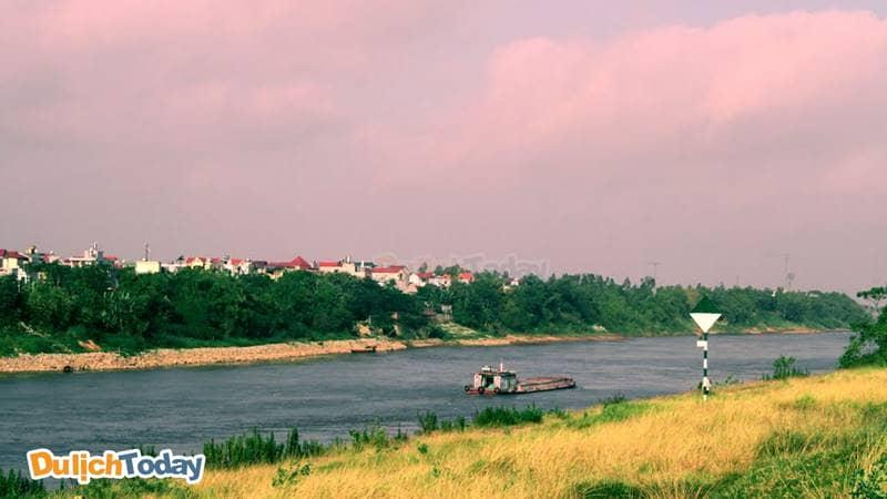 Sông Đuống là địa điểm câu cá tự nhiên ở Hà Nội được nhiều người yêu thích.