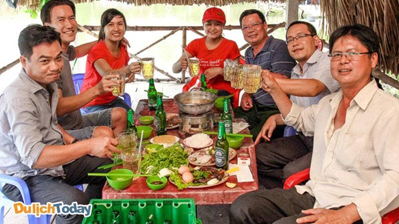 Dịch vụ ăn uống tại Hồ câu Tây Thiên