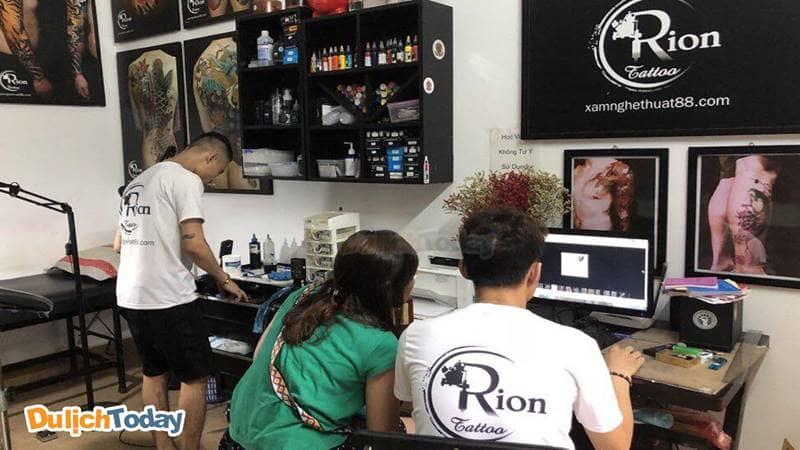 Orion Tattoo tư vấn tạo hình xăm cho khách