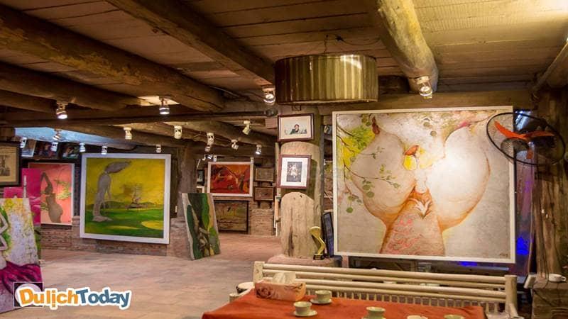 Phòng tranh của họa sĩ Đào Anh Khánh trong khuôn viên Tree House Homestay
