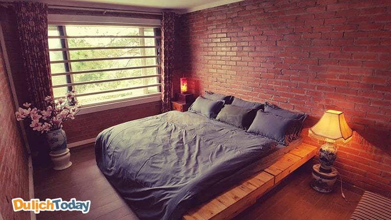 Phòng ngủ tại Brick Home