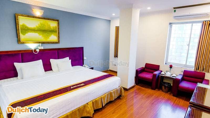 Phòng Deluxe giường đôi cực lớn với view thành phố tại A25 Lương Ngọc Quyến