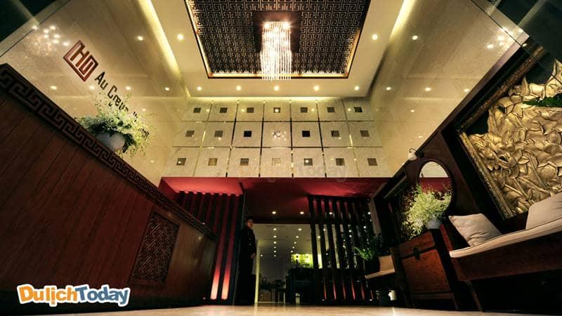 Không gian sang trọng tại sảnh chờ khách Sạn Au Coeur D'hanoi