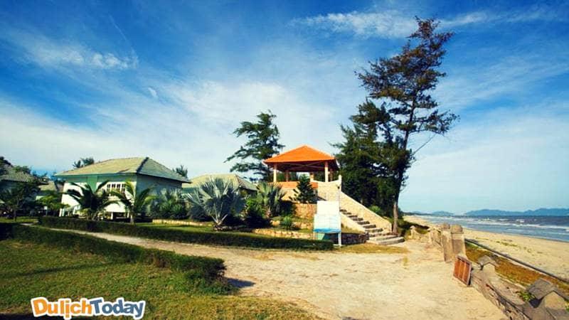 Paradise Beach Resort nằm ngay sát Bãi Sau với vị trí vô cùng đắc địa