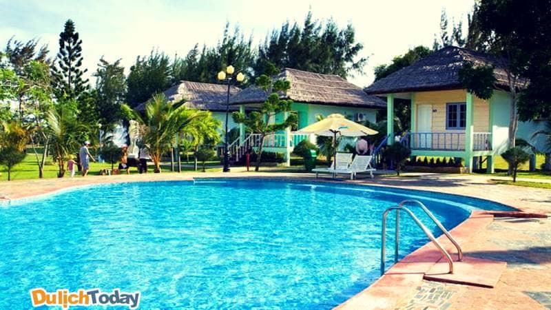 Paradise beach resort khá giản dị với những ngôi nhà được lợp theo mái nhà rông Tây Nguyên