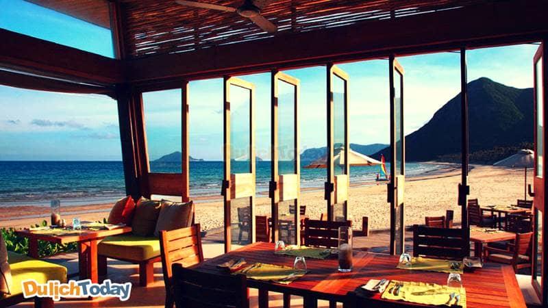 Không gian tại Six senses nhìn ra bãi biển Côn Đảo vô cùng yên bình tựa thiên đường