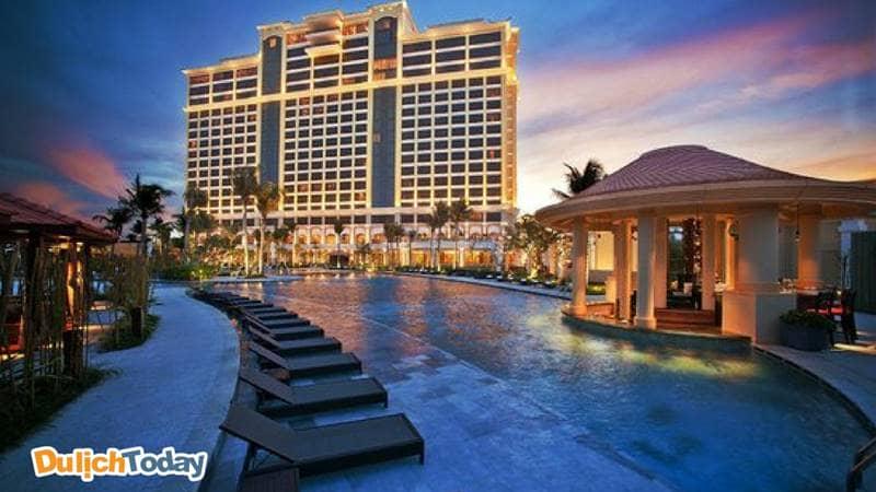 The Grand Hồ Tràm Strip là khu phức hợp nghỉ dưỡng tích hợp với một khách sạn năm sao và các cơ sở giải trí đẳng cấp thế giới với nhiều hoạt động giải trí