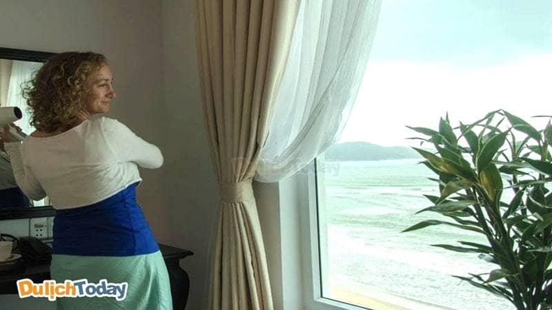 Bellevue Hotel với hướng phòng nhìn thẳng ra biển