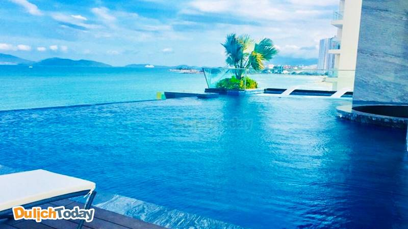 Bể bơi vô cực view ảo diệu tại Boton Blue Nha Trang