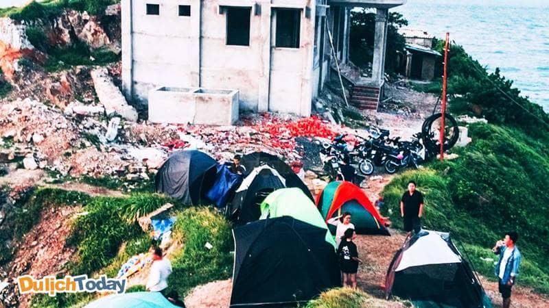 Địa điểm cắm trại lí tưởng ở Mũi Nghinh Phong