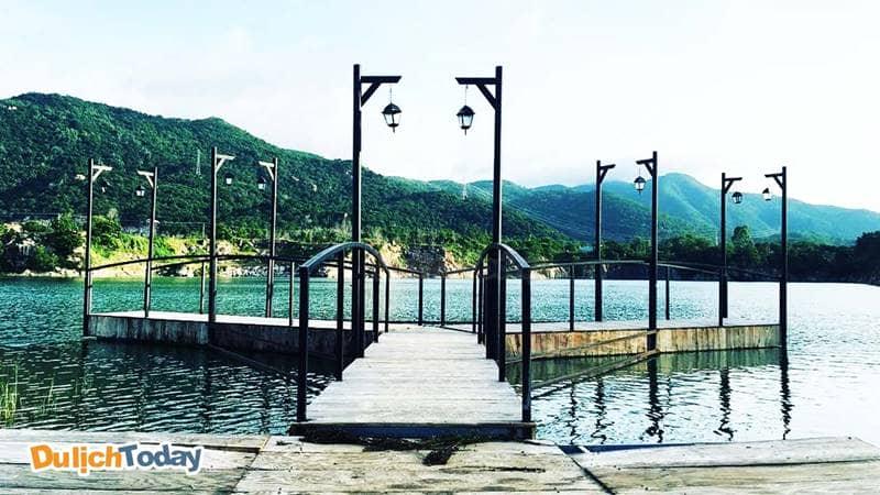 Cầu gỗ tại hồ Đá Xanh Vũng Tàu