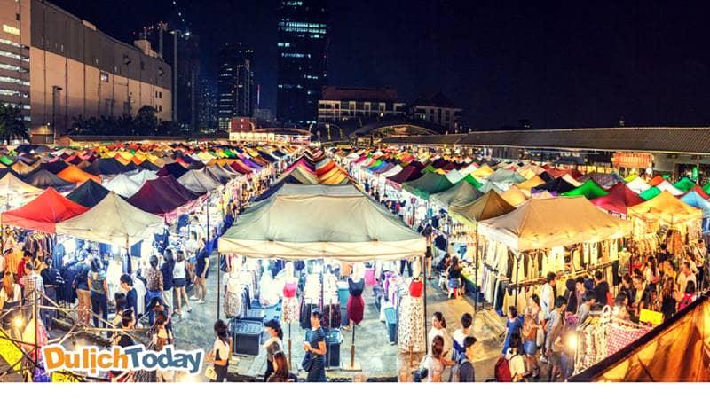 Chợ đêm Nha Trang - địa điểm mua sắm của nhiều du khách khi đi du lịch Nha Trang