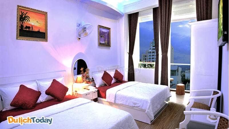 Phòng ngủ của CR hotel Nha Trang với sức chứa tối đa 4 người