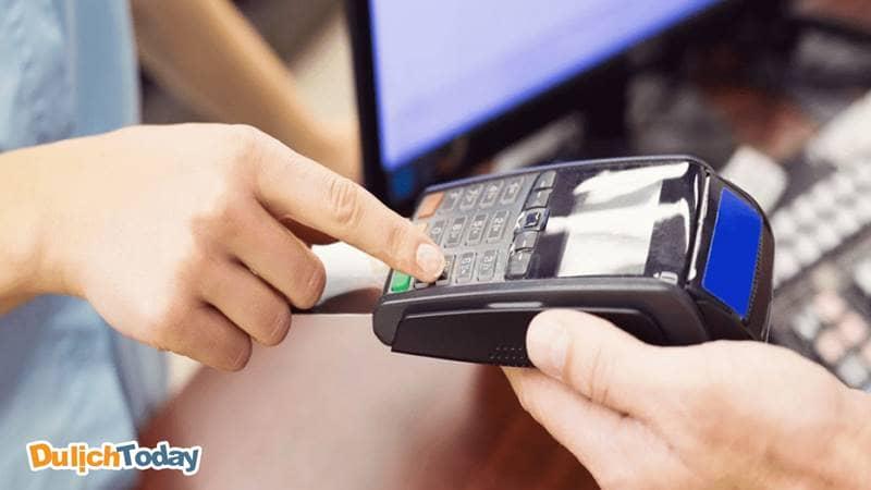 Thanh toán bằng thẻ debit để tránh trường hợp lộ thông tin thẻ, trừ tiền oan