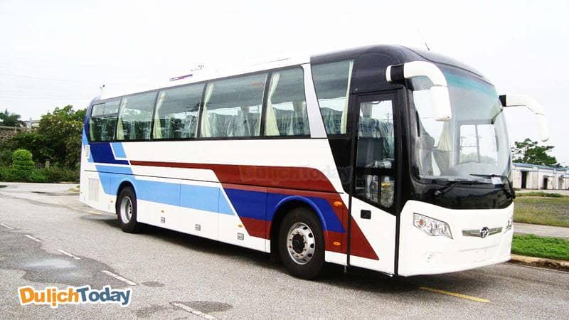 Di chuyển bằng xe khách đến Mũi Nghinh Phong