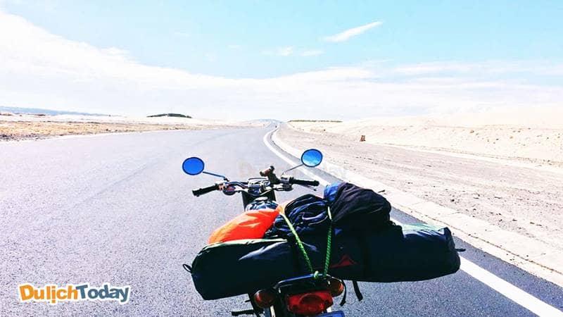 Di chuyển bằng xe máy đến đồi con Heo